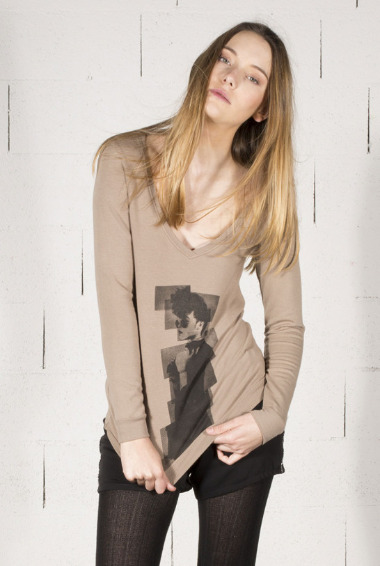 Tee-shirt taupe col V manches longues print vintage